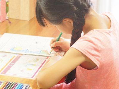 小学生 夏休み 勉強 女の子