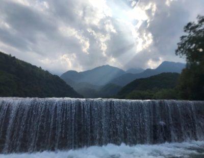 山梨 川遊び 滝