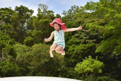 子供 夏 トランポリン 帽子