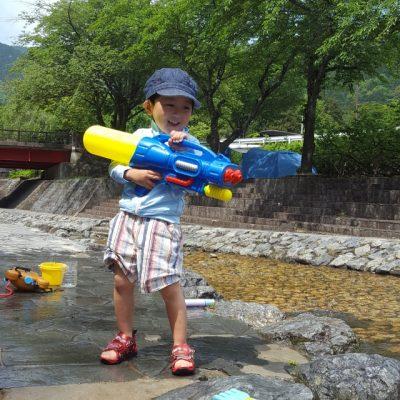 兵庫 川遊び 男の子 水鉄砲