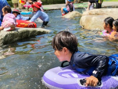 川遊び スポット 子供 浮き輪