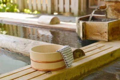 高原 川遊び 温泉 桶