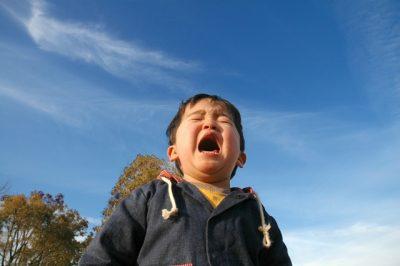 川遊び ヒル 泣く 子供