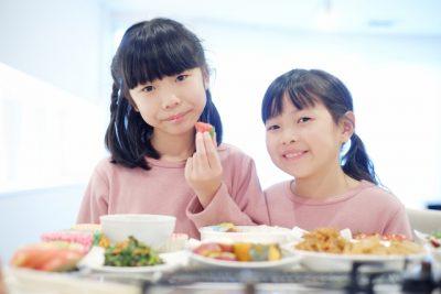 お弁当 宿題 女の子 二人