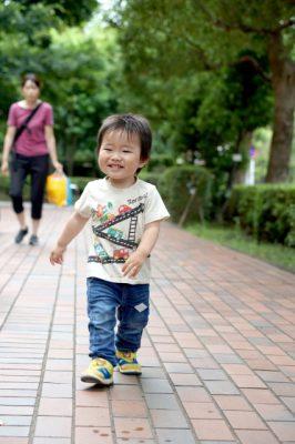 子供 夏休み 散歩 男の子