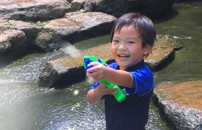川遊び 飛び込み 子供 水鉄砲