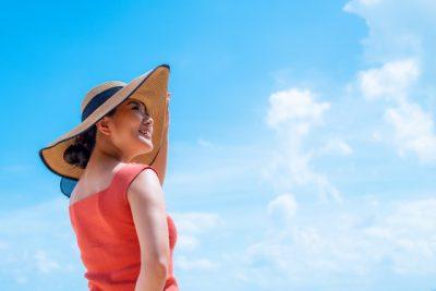 川遊び 日焼け 女性 帽子