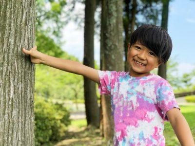 子供 夏休み 男の子 自然 笑顔