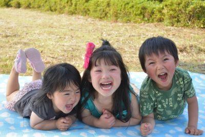 小学生 夏休み グループ 笑顔